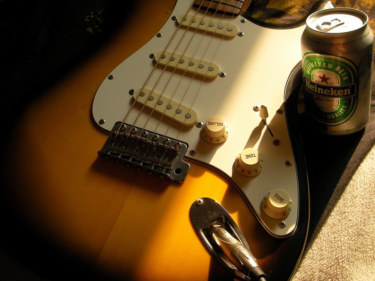 Guitar Stratocaster Beer Heineken  - kpr2 / Pixabay
