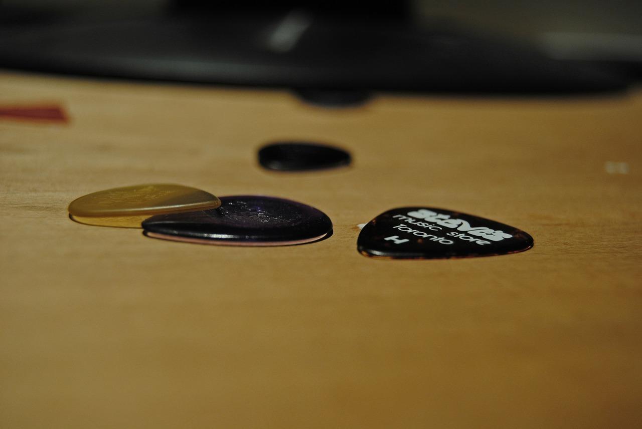 Guitar Picks Guitar Picks Music  - mstewart_12 / Pixabay